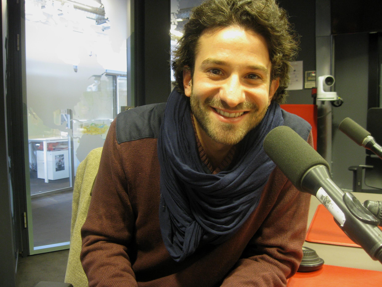 Miguel Bonnefoy en los estudios de RFI