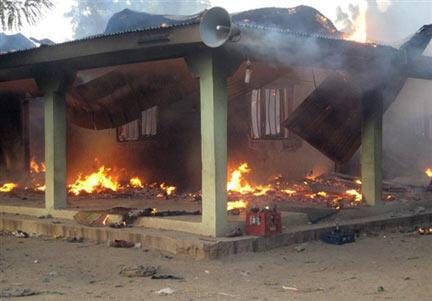 Le repère de la secte Boko Haram à Maiduguri, incendié par les forces armées nigérianes.