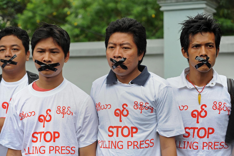 Giới báo chí biểu tình đòi trả tự do cho 5 nhà báo và vì tự do báo chí, tháng 7/2014.