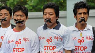 Des journalistes manifestent pour la libération de 5 journalistes emprisonnés et pour la liberté de la presse en général, en juillet 2014.