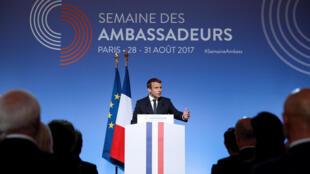 سخنرانی امانوئل ماکرون، رئیس جمهوری فرانسه، در جمع سالانه سفیران فرانسوی در کاخ الیزه در پاریس. سهشنبه ٧ شهریور/ ٢٩ اوت ٢٠۱٧