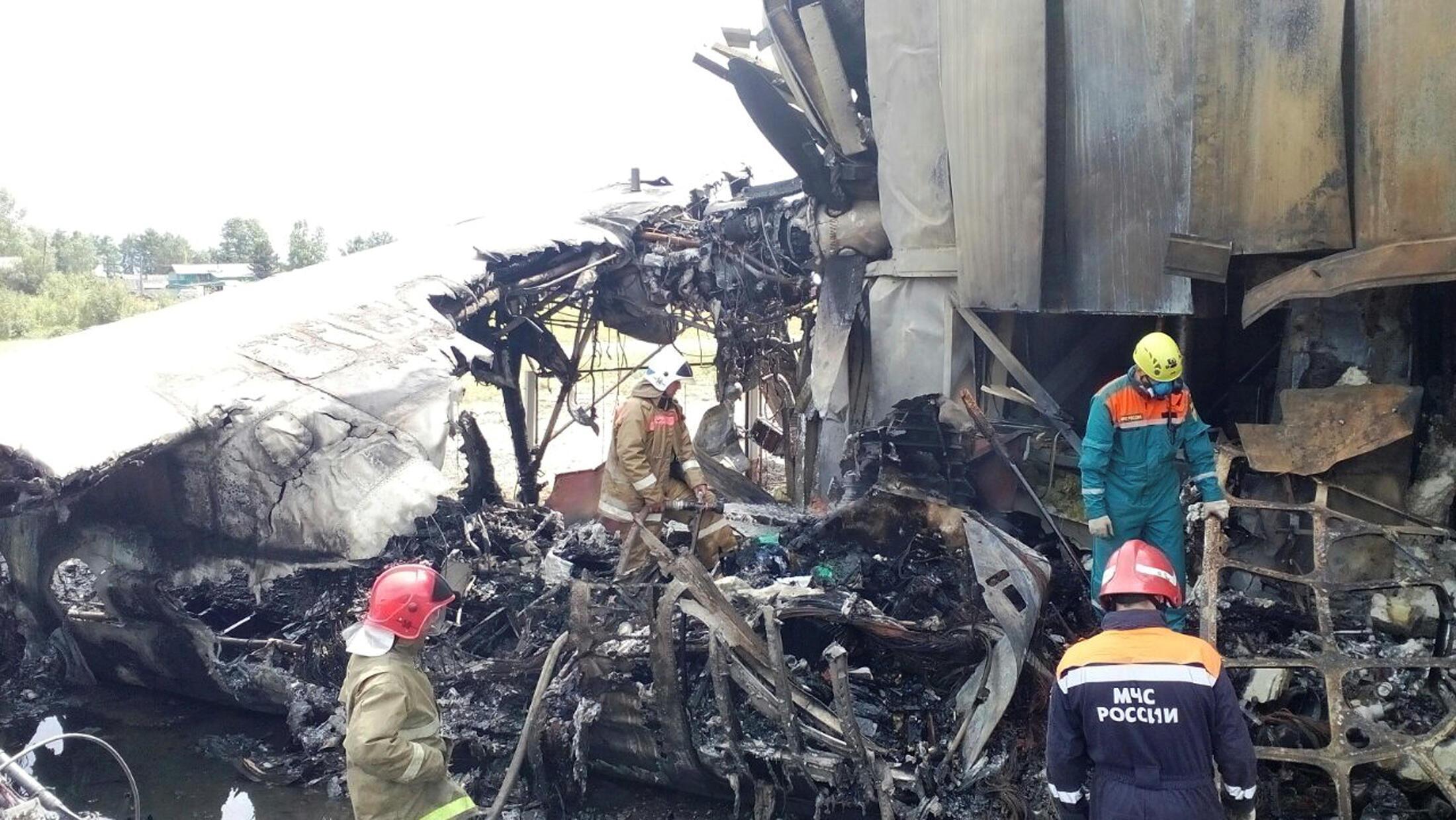 Пожарные и спасатели на месте аварии, Нижнеангарск, 27 июня 2019