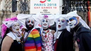 Chuẩn bị cho lễ khai mạc Gay Games. Ảnh chụp trước tòa thị chính Paris, ngày 04/08/2018.