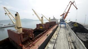 图为朝鲜罗津港口