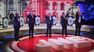 Los candidatos presidenciales Yonhy Lescano, Daniel Salaverry, Julio Guzman, Rafael Santos y Rafael López Aliaga tras debate presidencial en Lima, el 31 de marzo de 2021. REUTERS/Sebastian Castaneda/Pool