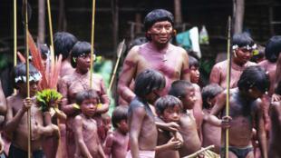 As tribos Yanomami continuam sendo vítimas de ataques dos garimpeiros ilegais na floresta amazônica.