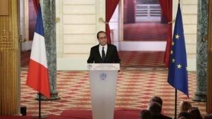 Президент Франции Франсуа Олланд в ходе пресс-конференции сообщил, что встретится с Путиным и Порошенко 5 февраля, 2015