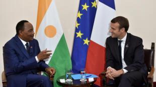 Shugaban Faransa Emmanuel Macron da shugaban Nijar  Mahamadou Issoufou a taron G7 da aka gudanar a Italiya