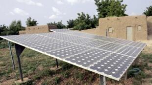 Des panneaux dont l'énergie aide à pomper l'eau dans le village de Safo Nassarawa près de Maradi au Niger. (Photo d'illustration)