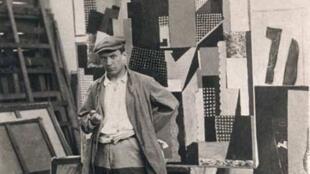Пабло Пикассо в своей мастерской. 1916 г.
