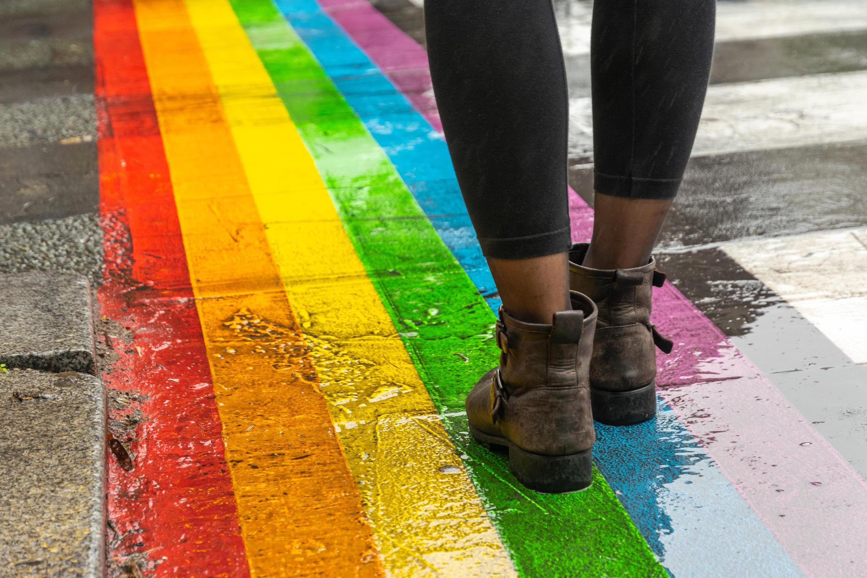 LGBT - Paris - Gay - Rainbow flag - Rue - iStock-1180741042
