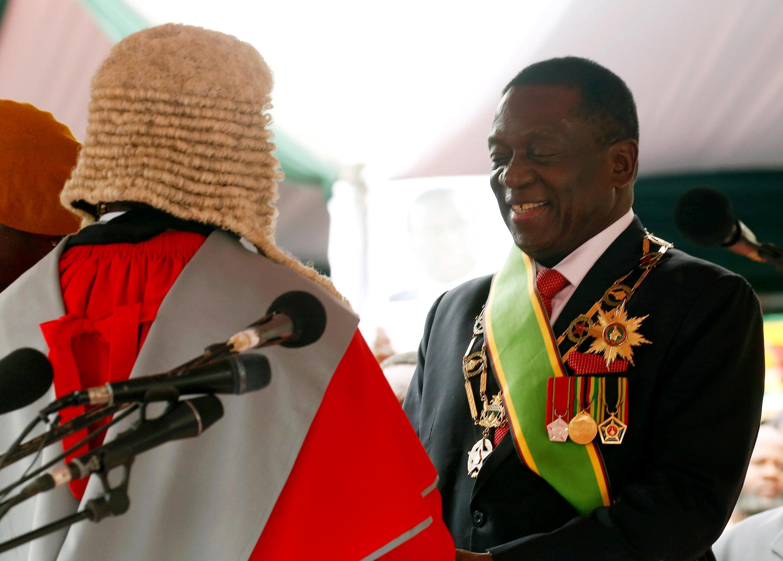 Le nouveau président Emmerson Mnangagwa, lors de son investiture officielle à Harare, le 24 novembre 2017.