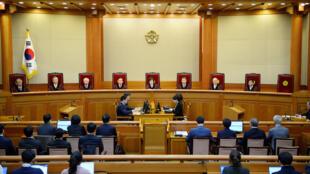 Image d'archive: Corée du sud - L'ancien président de la Cour suprême Yang Sung-tae a été arrêté ce jeudi 24 janvier 2019. 韩国前最高法院院长梁承泰被捕 2019年1月24日首尔
