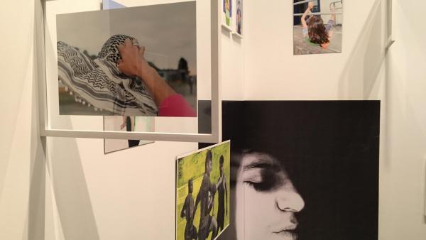 Vue de l'exposition Circulation(s), festival de la jeune photographie européenne au Centquatre-Paris.