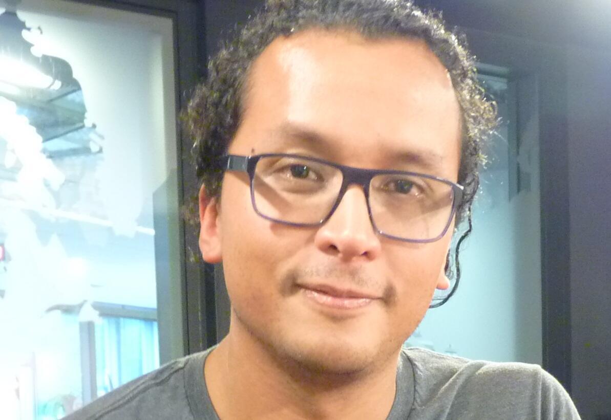 El escritor mexicano Roberto Wong en los estudios de RFI en París.