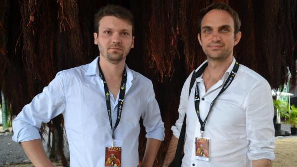 Alexandre Berman et Olivier Pollet, réalisateurs d'« Ophir », au Festival international du documentaire océanien (Fifo), à Papeete, sur l'île de Tahiti.