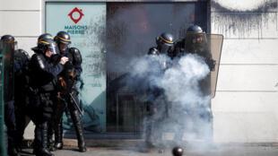 На акции в Париже произошли столкновения манифестантов с силами правопорядка.