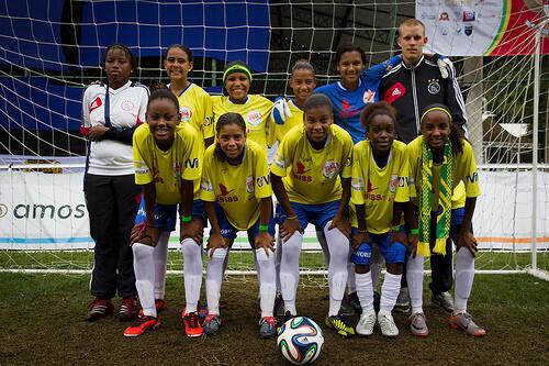 Seleção brasileira de meninas de rua que participam de torneio no Rio de Janeiro.