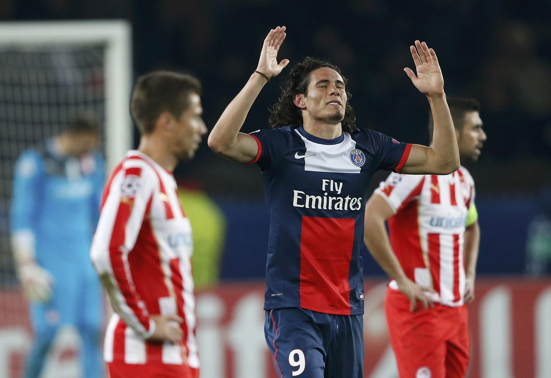 Edinson Cavani celebra o seu golo, que deu a vitória ao PSG