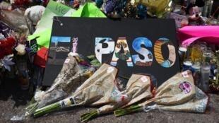 Hoa tưởng niệm các nạn nhân vụ xả súng tại El Paso, Texas, Hoa Kỳ ngày 08/08/2019.