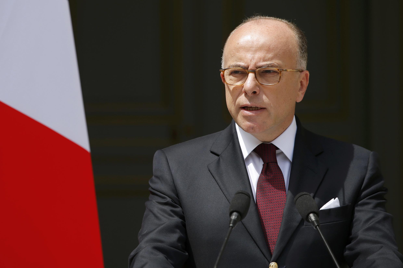 O ministro do Interior, Bernard Cazeneuve, rejeitou as acusações de fragilidade na luta antiterrorista.