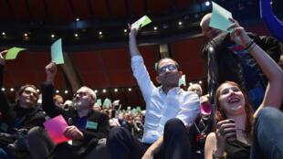 Benoît Hamon, lors du vote de la charte de son parti Génération.s, au Mans, le 2 décembre 2017.