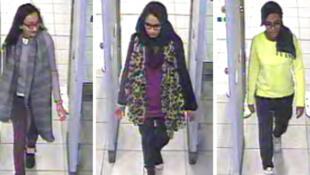 Imagen de archivo del lunes 23 de febrero de 2015 en la que se ven Kadiza Sultana, Shamima Begum y Amira Abase pasando por el control de seguridad en el aeropuerto de Gatwick, antes de tomar su vuelo a Turquía.