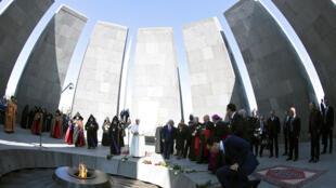Мемориал памяти жертв геноцида армян в Ереване, 25 июня 2016