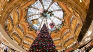 Thương xá Lafayette, Paris trong mùa Giáng sinh 2010.