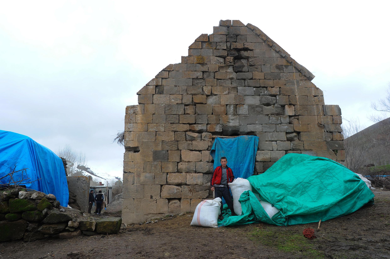 Монастырь Святого Анания превратился в сеновал. Село Дегирменалты на востоке Турции. 30 марта 2015 год