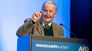 Alexander Gauland, le numéro deux du parti AfD s'adresse à ses partisans, lors du lancement de la campagne de son parti pour les Européennes, le 6 avril 2019, à Offenbourg.