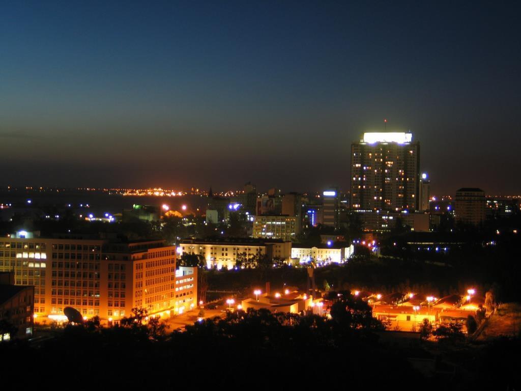 Cidade de Maputo à noite.