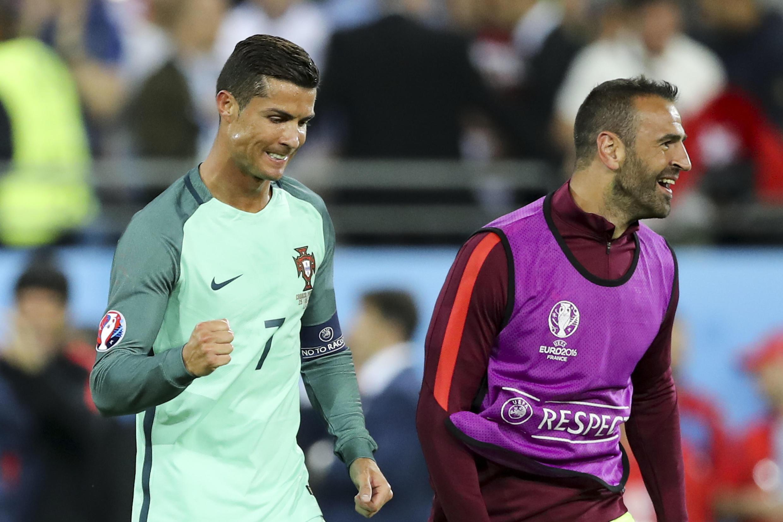 Cristiano Ronaldo wa Ureno akishangilia baada ya timu yake kuvuka hatua ya robo fainali na sasa kucheza nusu fainali kombe la Ulaya.