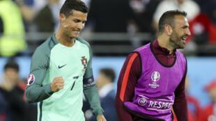 Cristiano Ronaldo (direita), avançado português, e Eduardo (esquerda), guarda-redes de Portugal.