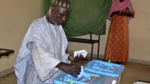 Dans un bureau de vote de Nouakchott, le 1er septembre 2018, lors du premier tour des élections législatives, régionales et locales (illustration).