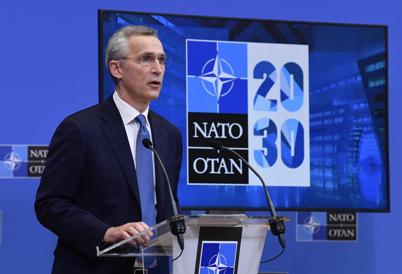 Jens Stoltenberg habla durante una rueda de prensa tras una reunión virtual con los ministros de Defensa de los países de la OTAN, el 17 de febrero de 2021 en Bruselas