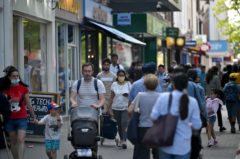 Au Royaume-Uni, les contaminations s'accélèrent avec en moyenne ces derniers temps 7000 nouveaux cas de coronavirus par jour.