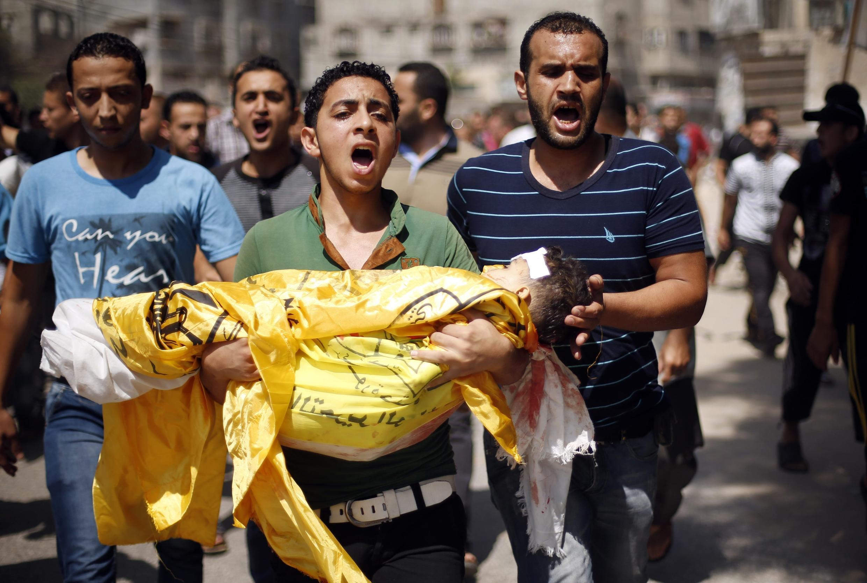 Nội trong ngày hôm qua, có thêm 55 người chết ở Gaza, trong đó có trẻ em từ 2 đến 13 tuổi © REUTERS /Mohammed Salem