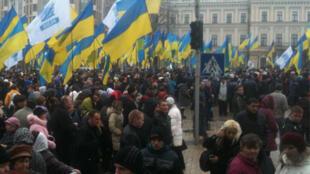A Kiev, des dizaines de milliers de personnes ont réclamé la signature de l'accord qui devrait rapprocher l'Ukraine de l'UE.