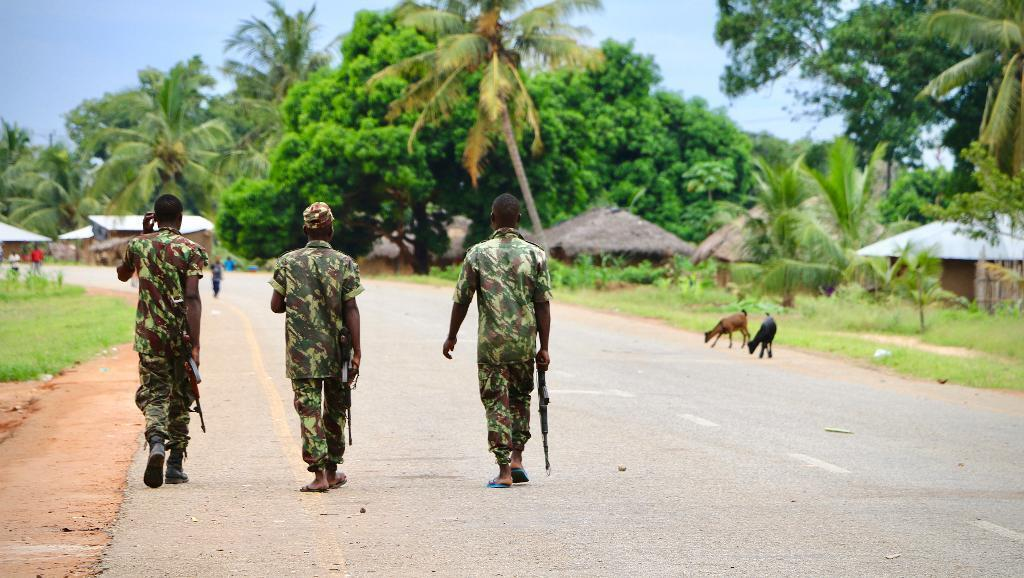 Soldados moçambicanos em Mocímboa patrulhando contra extremistas