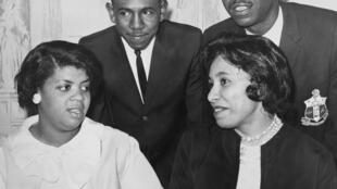 Linda Brown (à esquerda), em 1964.