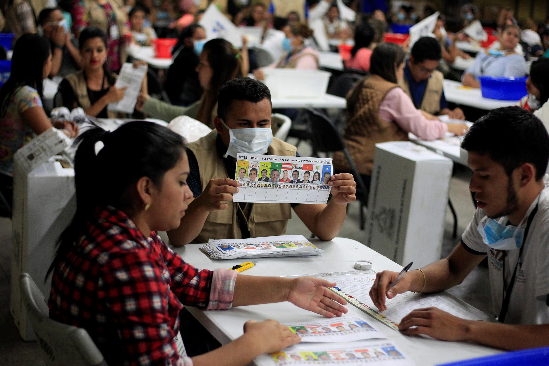 Recuento de votos de las pasadas elecciones presidenciales, Tegucigalpa, Honduras, 7 de diciembre 2017.