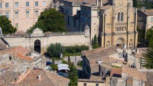 Uzès é uma cidade medieval com casas de pedra, lindas praças e castelo. Situada no departamento do Gard um dos cinco departamentos que conta a região Languedoc Roussillon.
