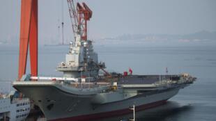 Liaoning: o primeiro e único porta-aviões chinês, com pilotos inexperientes.