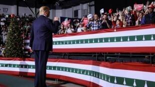 Le président Trump, en meeting dans le Michigan pendant le vote de sa mise en accusation par la Chambre des représentants, le 18 décembre 2019.