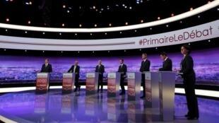 Candidatos à primária do PS e aliados, da esquerda, durante o primeiro debate em 12 de janeiro de 2017.