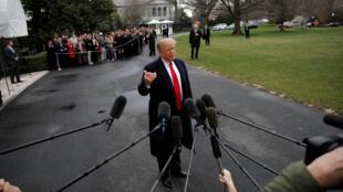 Tổng thống Mỹ Donald Trump trả lời báo giới ở sân Nhà Trắng, ngày 22/03/2019.