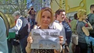 Samedi 14 avril, quatre jours après l'arrêt brutal du journal, la rédaction de «Magyar Nemzet» a distribué 40 000 exemplaires d'un numéro spécial intitulé «Samizdat» pour garder le contact avec ses lecteurs.