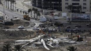 La place de la Perle, siège de la contestation bahrainie, détruite par les forces de l'ordre, le 16 mars 2011.
