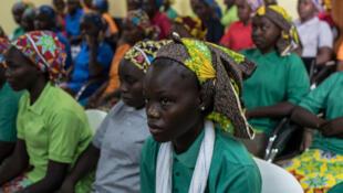 Algumas das adolescentes que escaparam do Boko Haram, fotogradas na Nigéria em 2017
